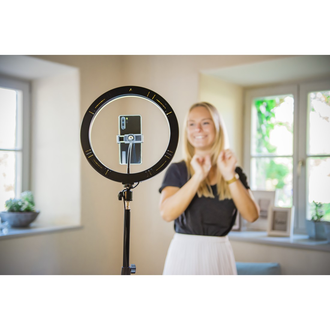 "awx9 High-Res Appliance 9 - Hama, ""SpotLight Steady 120"" LED Ring Light, Set for Smartphone, Tripod, 12"""
